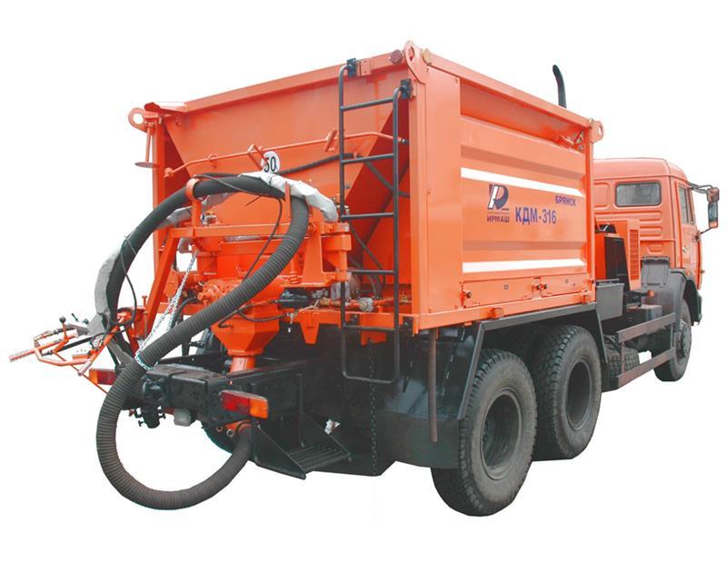 КДМ-316 с комплектом оборудования для ямочного ремонта